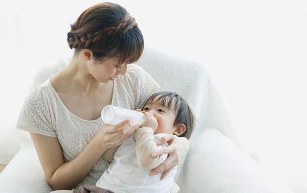 奶瓶用热水烫就能消毒?没你想的那么简单,看完要注意