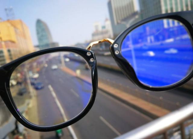 揭秘防蓝光眼镜:最高售价数万元 多数戴了不如不戴