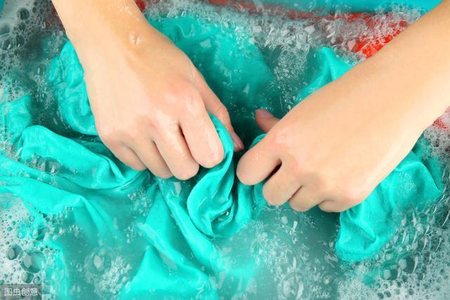 羽绒服别扔洗衣机里洗,教你正确的清洗方法,不比干洗店差