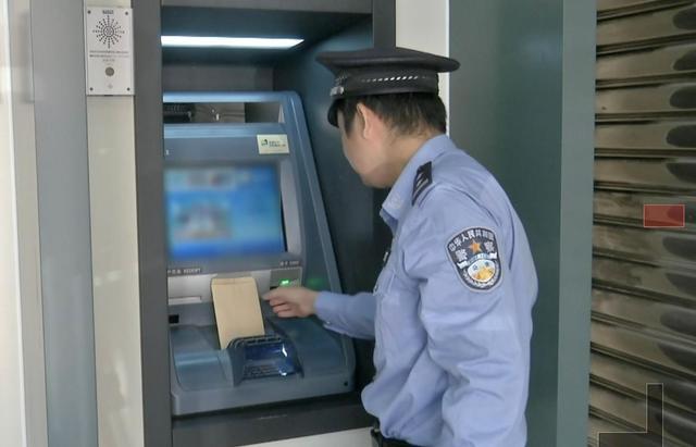 """取钱时千万当心!这个操作能""""克隆""""你的银行卡"""