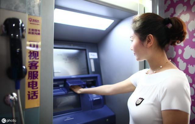 银行卡被吞了怎么办?只需一个简单操作,银行卡立马退回,涨知识