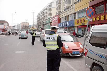 车子停在车位,为何还会引来罚单?交警:这几种情况必须罚