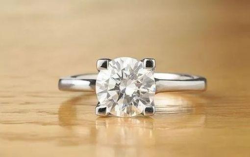 买钻戒要选四爪好还是六爪好?一次看懂钻戒爪数的差别