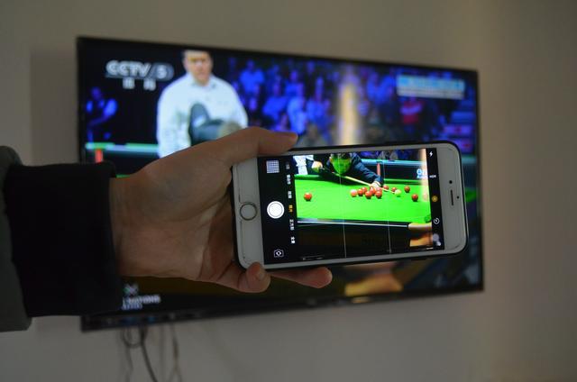 买电视时,为什么要用手机照一照屏幕,听内行人一分析,涨知识了
