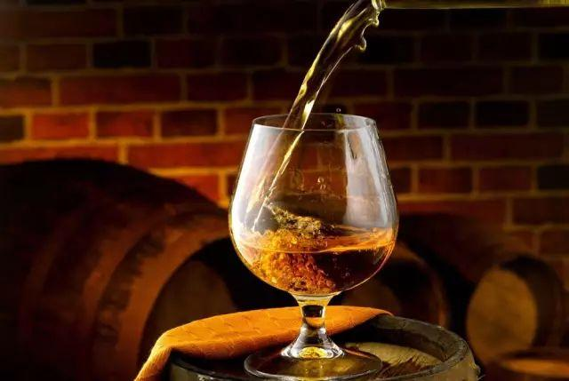 红酒放多久算过期?过期红酒还能喝吗?