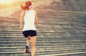 如何爬楼梯瘦腿