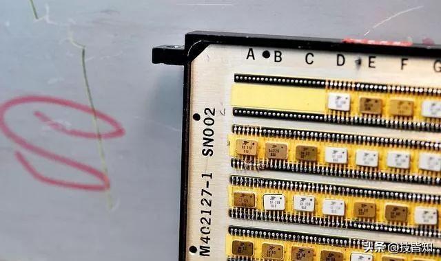 不服不行!硬核拆解1968年的美国军用计算机(附高清图)
