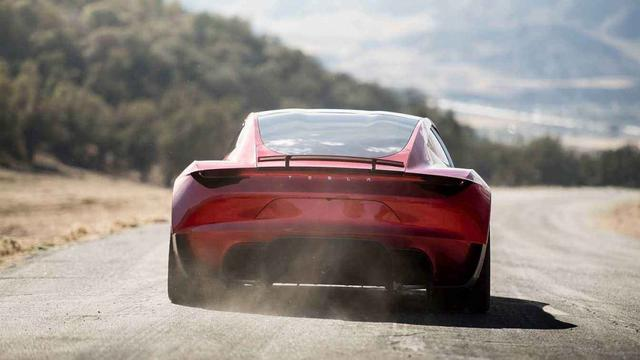 怎样开车才能提速快?老司机:别傻乎乎只踩油门