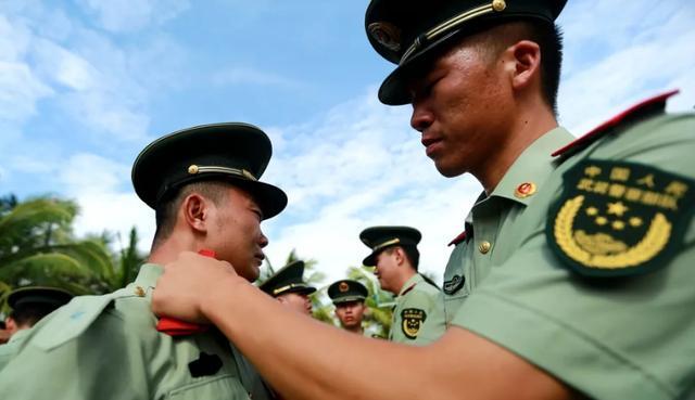 """离开部队的士兵是叫""""退役""""还是""""退伍""""?别再混为一谈了"""