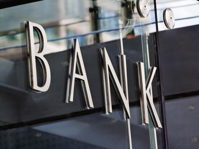 揭秘银行员工工资:工行全年付千亿给职工,浙商银行人均薪酬57万