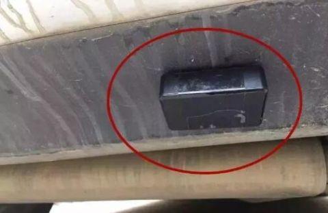 """快看看你车上有没有?赶紧扔掉这种""""黑盒子"""",又有人中招!"""