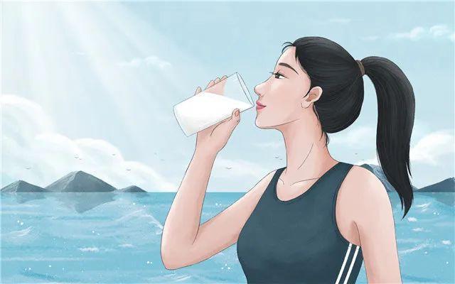 """喝水喝多了会""""中毒""""?夏季饮水有技巧"""
