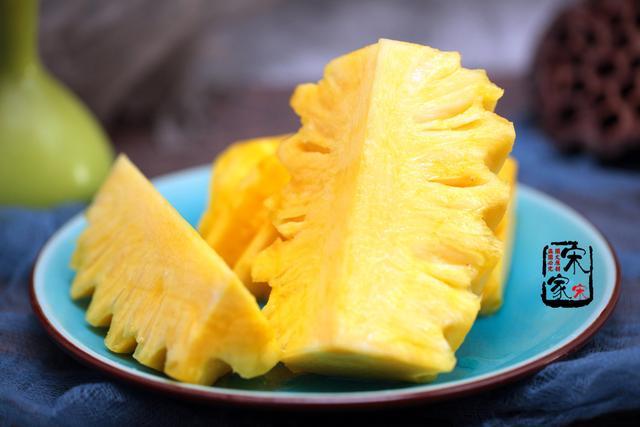 爱吃菠萝不会挑?记住这4点,个个香甜又新鲜,一挑一个准!