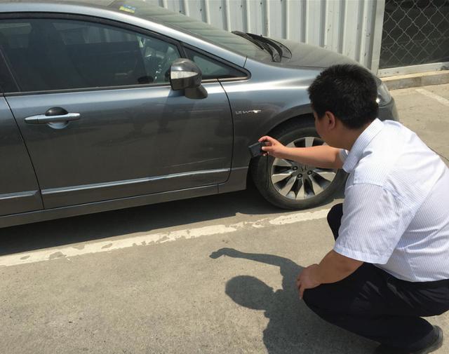 汽车小剐小蹭,需要走保险吗?定损员:能少花不少冤枉钱