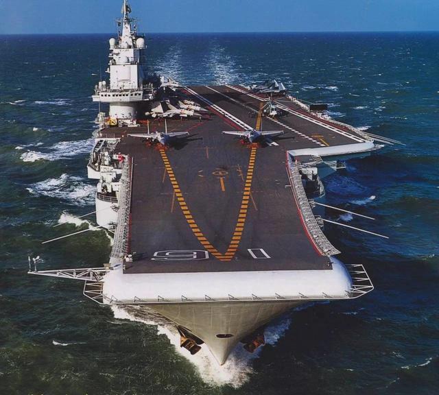 海军中地位最高的军舰,所有军舰都得鸣笛致敬,辽宁舰也不例外