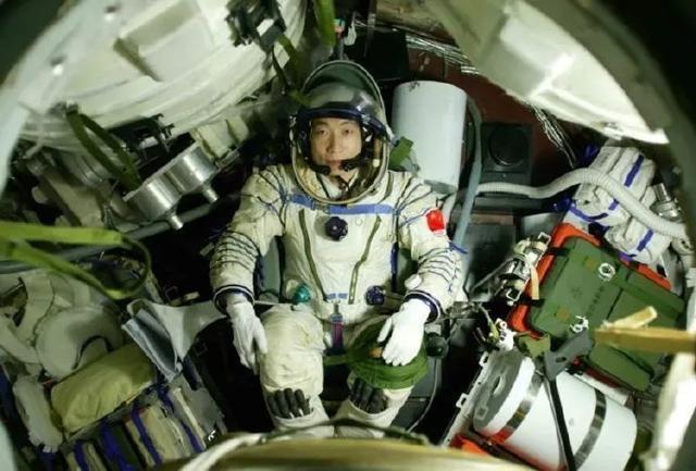 馆员荐书   飞向太空——载人航天简史