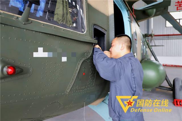 """直升机也有""""私人医生"""",来看看陆航机务兵的高标准精细化保障"""