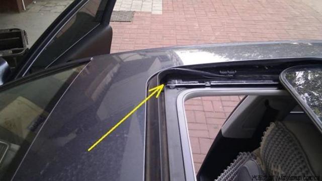 细数车上的排水孔,你能找到几个?一定要定期清理