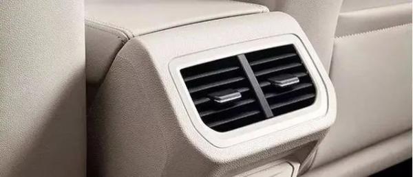 汽车空调出风口该向上还是向下