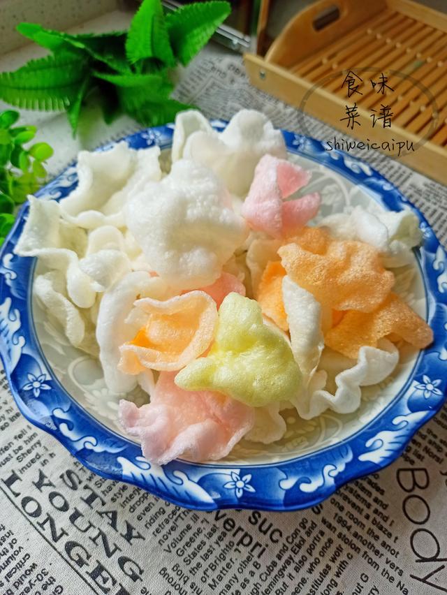 小时候常吃的炸虾片,为什么一炸就涨那么大?你知道是啥做的吗?