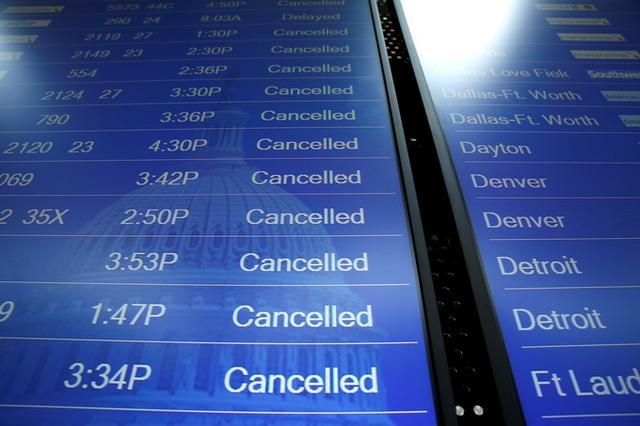 """民法典新变化:航班延误不再""""白等""""了"""