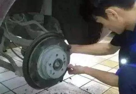 汽车刹车盘多少公里换一次?