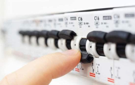 家用配电箱,应该分几个回路,每个回路的开关怎么选