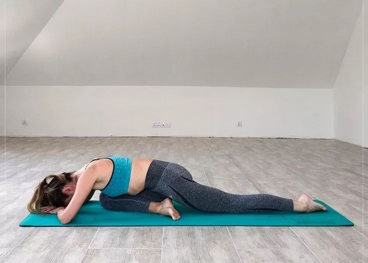 初学者必学的几组瑜伽动作,开髋瘦腿同时进行,身材变得更婀娜了