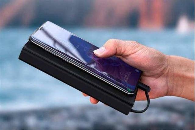 你必须知道的科普小常识:为什么手机用时间长了,电池会鼓包?