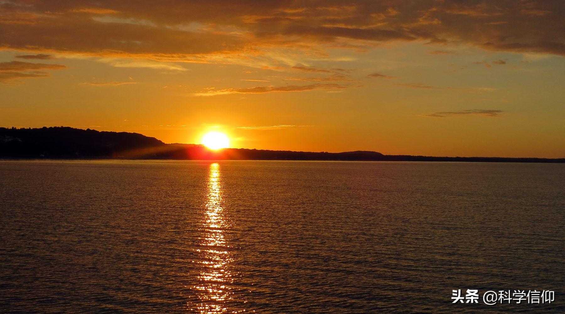 离太阳近的时候是夏天,离太阳远的时候是冬天,错了