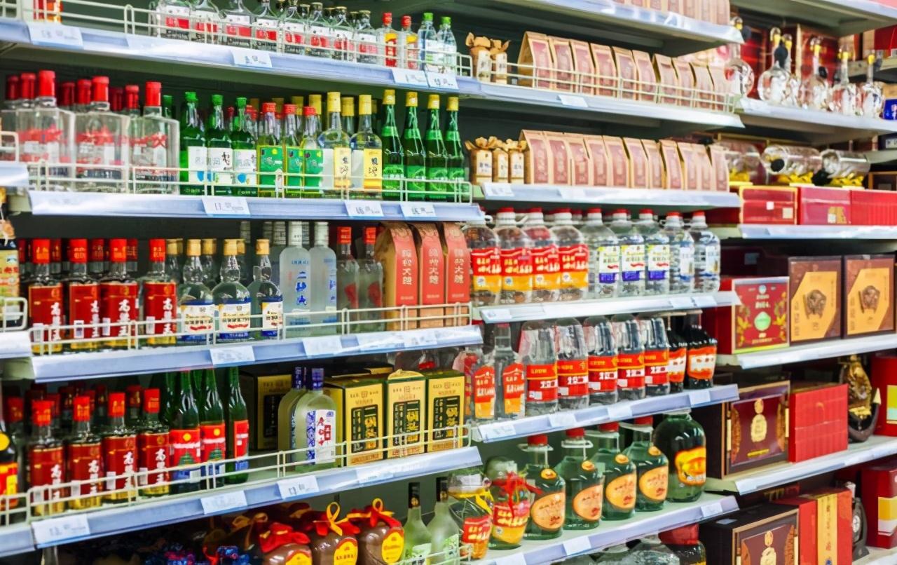 怎么分辨超市白酒是不是纯粮酒?学会这招,轻松买到实惠纯粮好酒