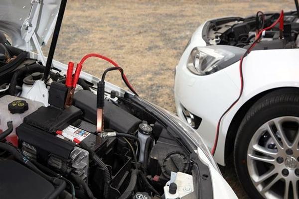 甭管开的是啥车,后备箱必备的几种工具,也许能让你脱困