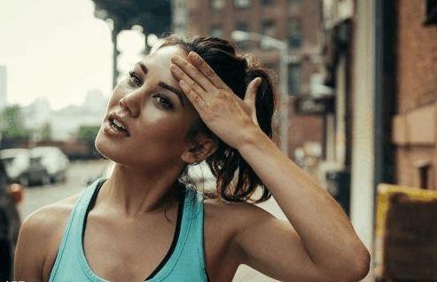 """减肥误区""""汗水是脂肪燃烧的眼泪""""?那排汗量等于减肥吗?并不"""